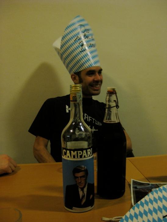"""Candidato papa nr. 1 - Franciscus I detto """"il caraibico"""" - già gran maestro della bibita cubana, sa trasformare l'acqua in rum."""