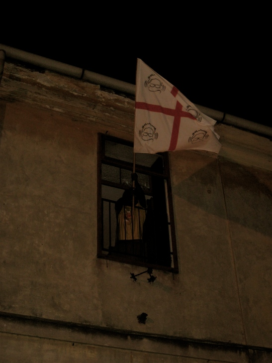 Dopo una lotta senza esclusione di colpi la bandiera viene issata